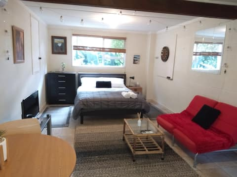 Large private cozy space in quiet neighbourhood
