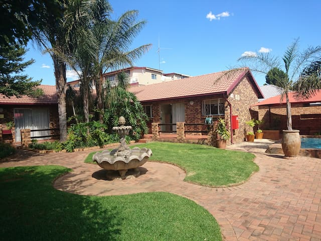 Razel Lodge Guest House - Alberton