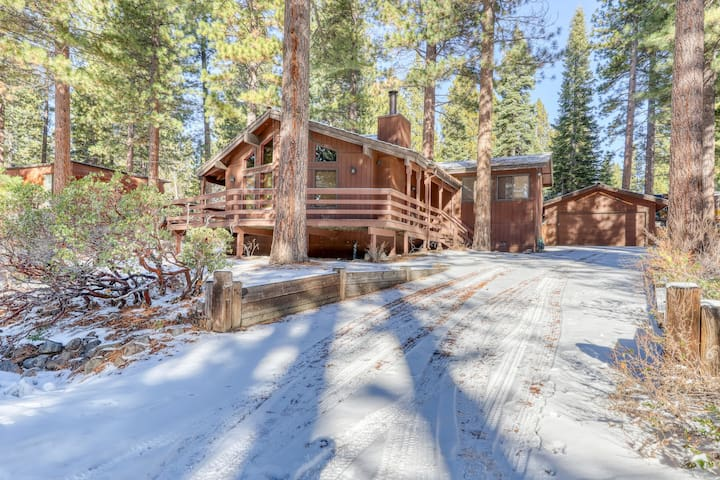 Cozy home w/ a wood-burning fireplace & a fenced backyard - close to beaches