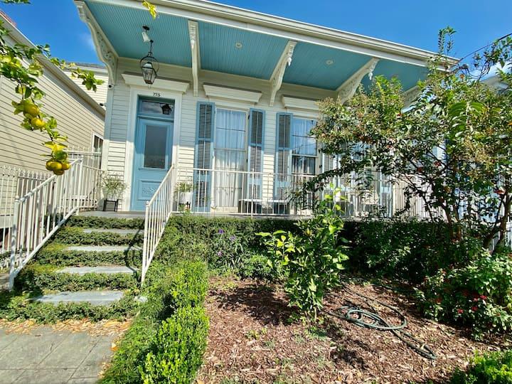 Garden District private suite/Loft  near Magazine