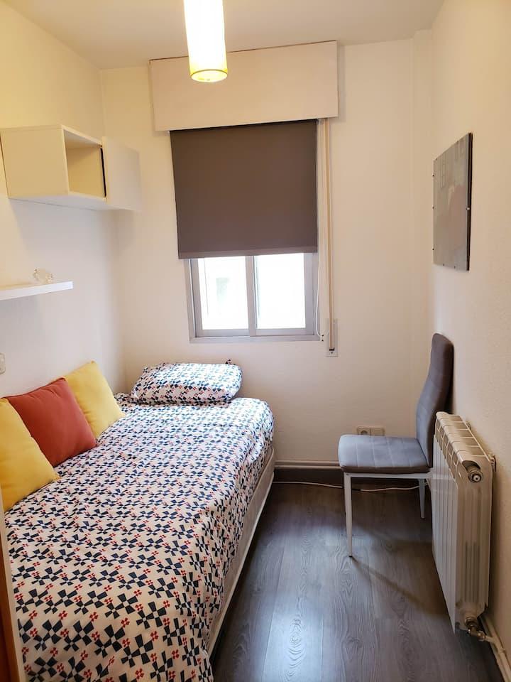 Cozy Room Near Atocha