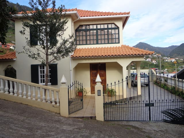 House in Machico - Machico - Rumah