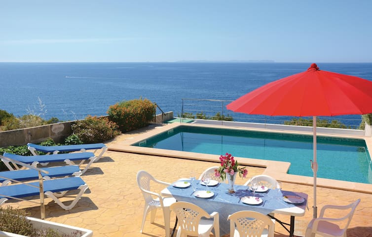 Semi-Detached with 4 bedrooms on 120 m² in Cala Pi