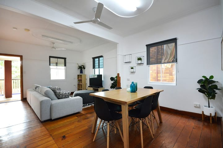 Location & Space!! Charming New Farm Queenslander