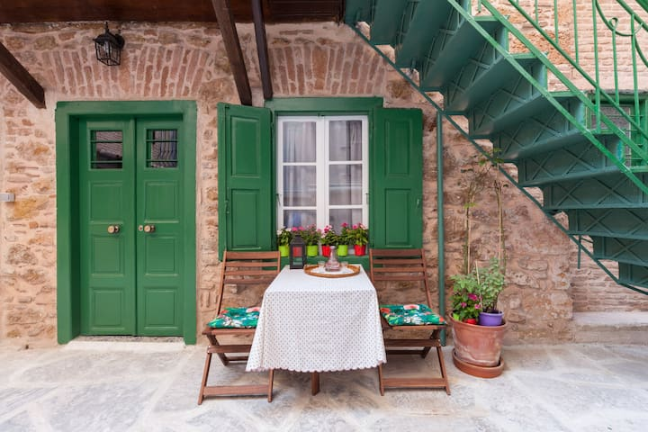 Grandma's Secret Courtyard Blue Apartment - Athina - Wohnung