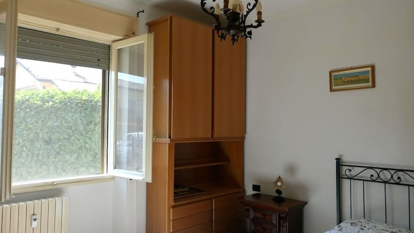 two-room apartment 30min from Duomo(^v^)/ - Locate di Triulzi - Apartamento