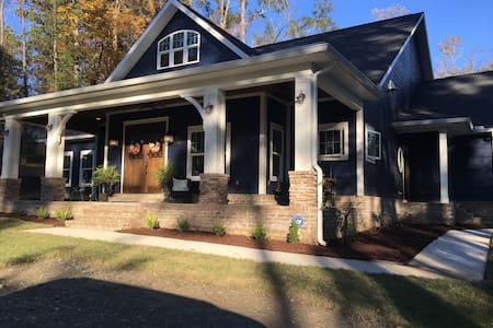 New Blue Bungalow - Just minutes from UA!!