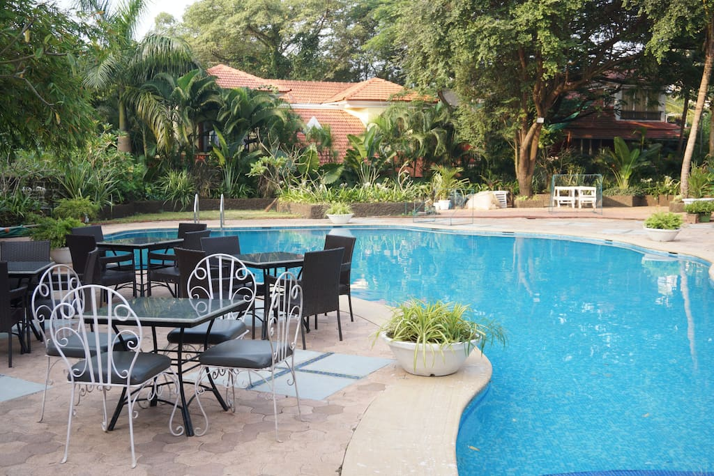 Swimming pool with bar and restaurant is there