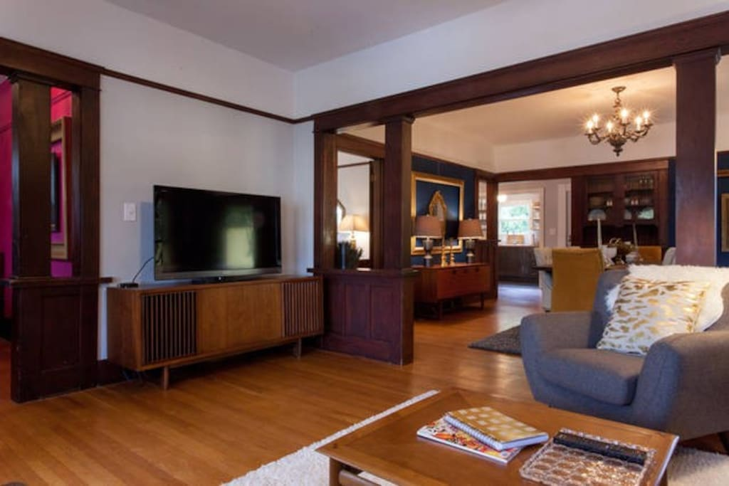 Mid Century console and high-end Sony flatscreen with Apple TV!