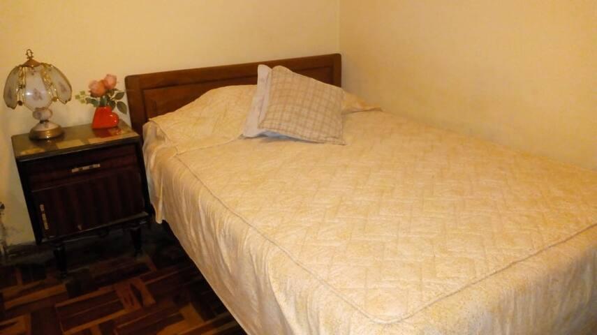 Habitación cómoda (3B) con servicios (A1)