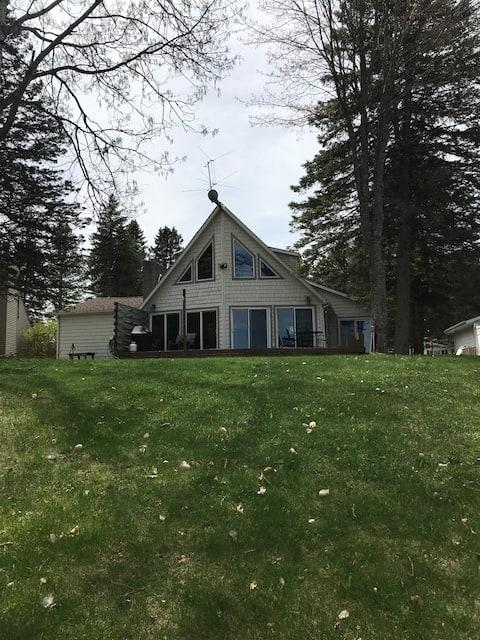B45 - Large 4 bedroom /3 bath cottage on Main Lake