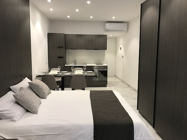 Hub Deluxe Studio Apartment - St julians  - Lägenhet