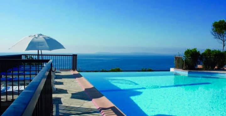 appartement Rez de jardin avec terrasse vue mer