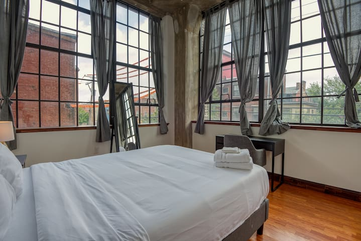 Sosuite | Chic 3BR 2BA Loft + Discounted Parking & Private Terrace