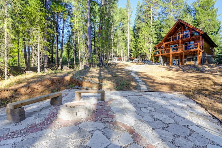 Griffin's Lair: Spacious & Modern Lakefront Cabin