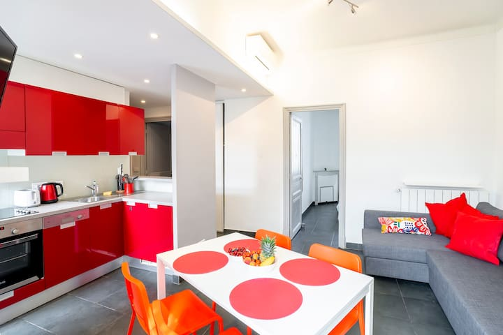 Bright and modern 2 BR w/ AC in the ♥ of Antibes!