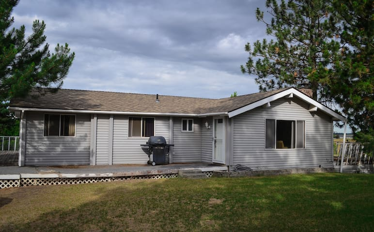 Large Home On Quiet Acreage Close To Town - Spokane - Huis