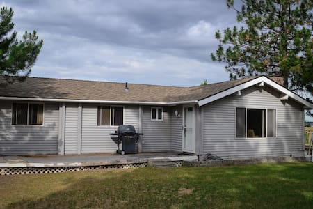 Large Home On Quiet Acreage Close To Town - Spokane - House