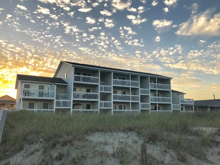The Surfing Turtle-A majestic view, close to the Carolina Beach Boardwalk. Newly renovated