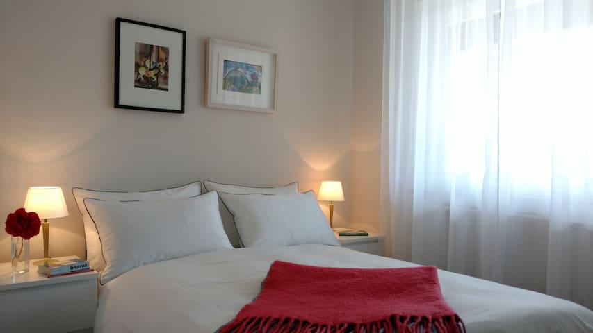 Relax in cosy goose down duvets - Bedroom 6