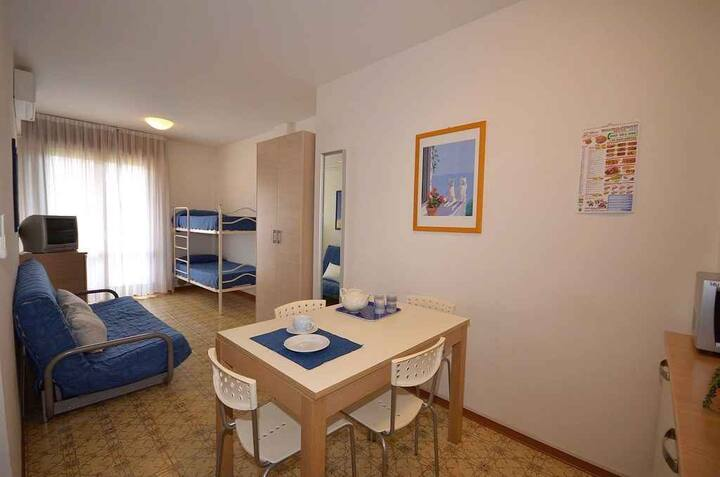 apt for 3 persons with a/c in Bibione R26183