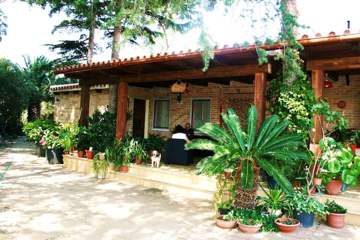 Stanza in casa di campagna - Castiadas - Casa