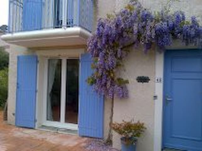 TWO BEDROOM HOUSE WITH SHARED POOL, PEZENAS - Pézenas - Rumah