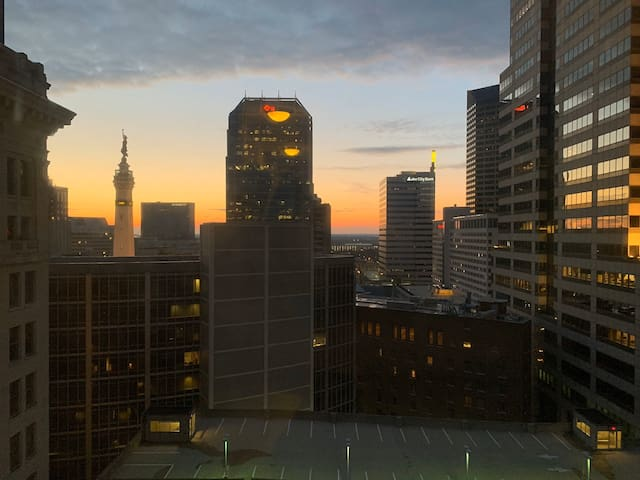 Downtown Indy Penthouse Apt on Monument Circle
