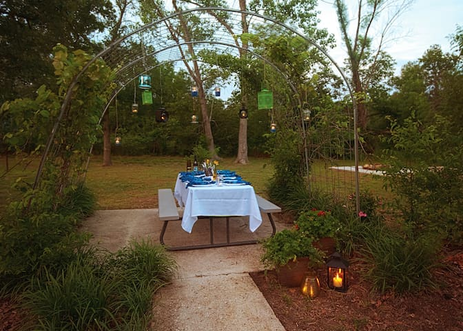 Arbor Breeze Lodge sleeps 24