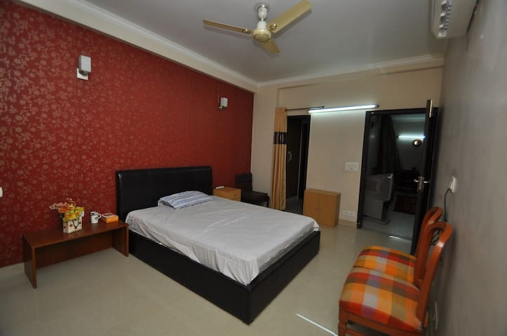 Comfort Inn:- With free Wifi II - Room only - New Delhi - Leilighet