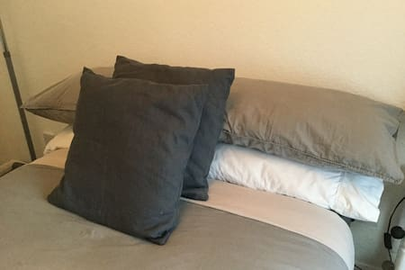 Bright double room, comfy John Lewis Bed - Princes Risborough - Casa
