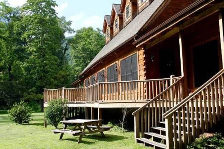 Broadwater Fishing Lodge Room @ Elk Springs Resort