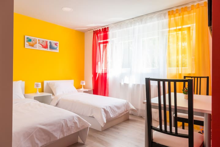 New sunny and cosy Yellow room Jordanovac