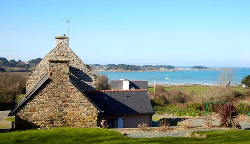 VILLA Gîte bord de mer, proche Perros-Guirec - Plougrescant - บ้าน
