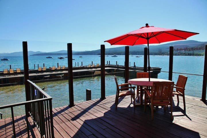 Lakefront condo right on the water, spectacular views!! Beautiful big deck.