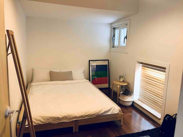 [Seoul Stn 7min] 'BRO&SIS Guesthouse' warm house!