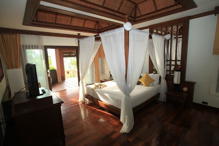 Bright Room with Beautiful Jacuzzi in Koh Samui