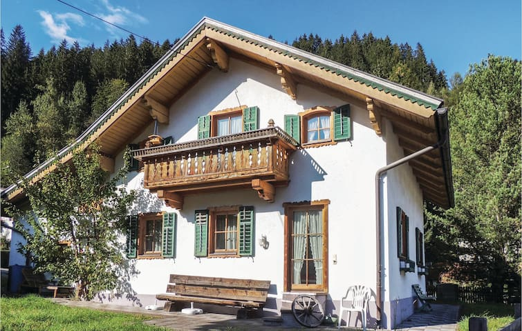 Holiday cottage with 4 bedrooms on 124m² in Neukirchen am Grossven.