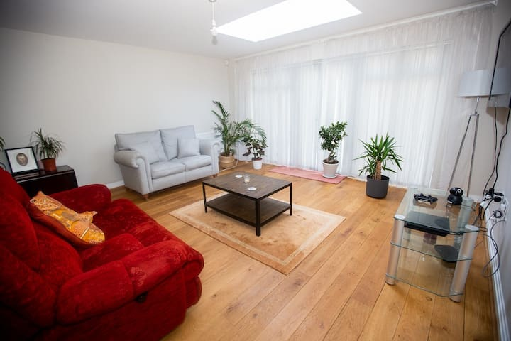 2 bedroom modern house in North London