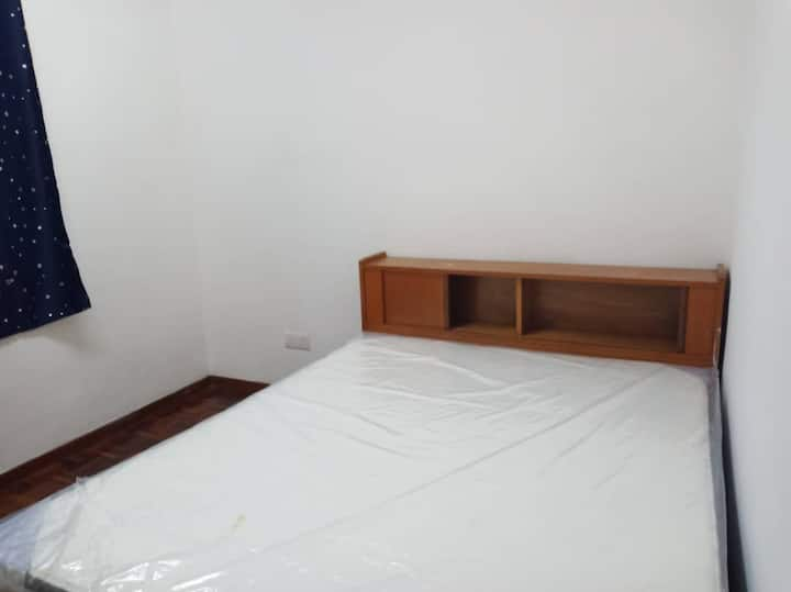 Taman Setia Indah - Middle Room to rent