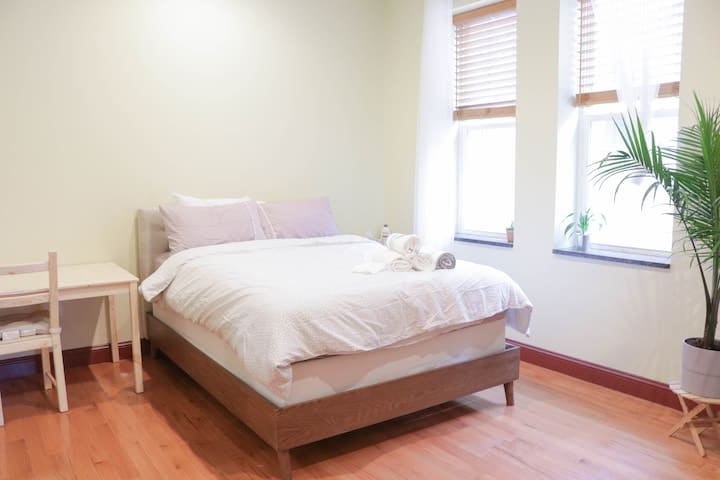 Simple Private Room and Bath by Convention Center!