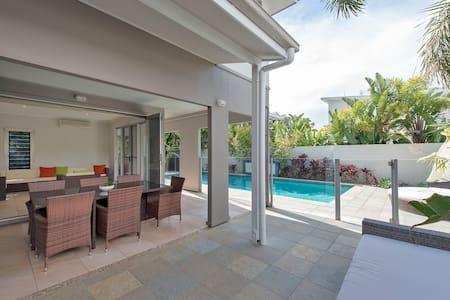 'Salt' Beach House with a pool walk to beach - Kingscliff - Talo