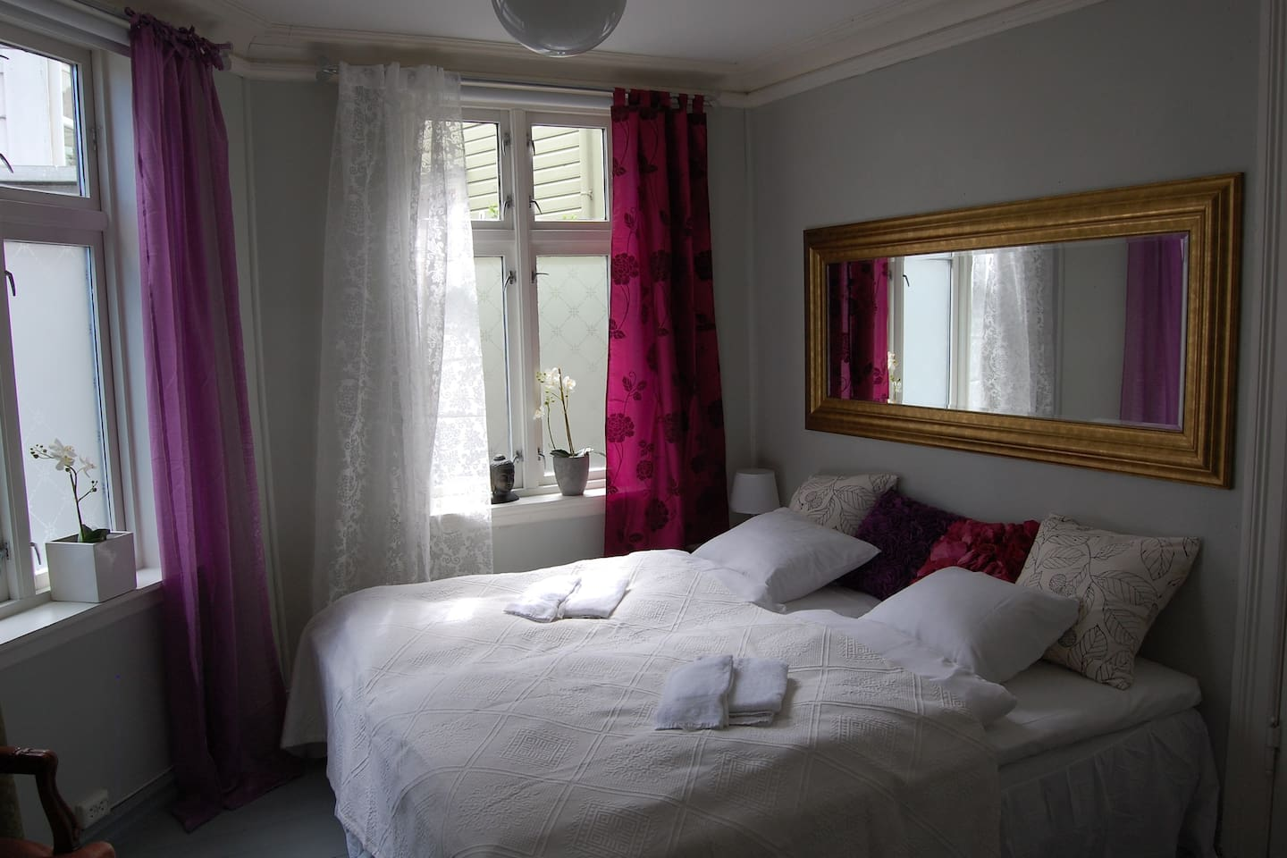 Room S (1 of 3 double rooms)