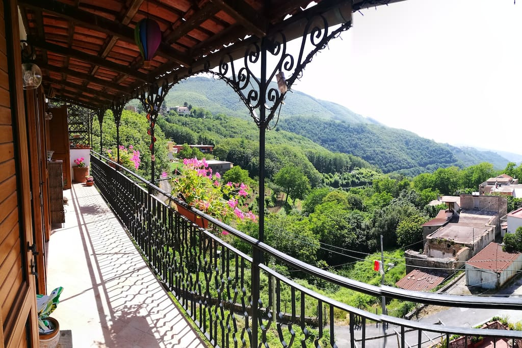 PETITE MAISON balcony