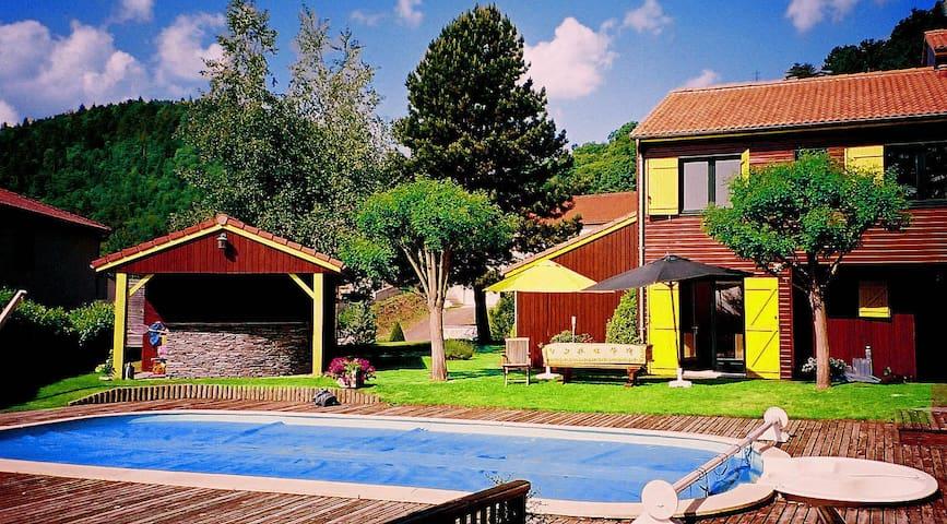Chambre indépendante dans jardin avec piscine - Ceyrat - Casa