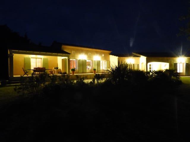 Belle chambre d'hôtes LES PETITS LEZARDS - Fontarèches - Rumah