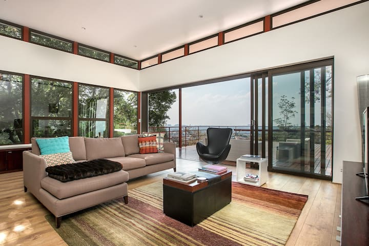 Luxury Retreat in Houghton Estate, the best views