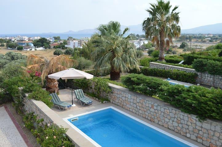 Villa with private pool  Quiet area  Near the sea
