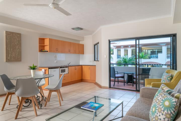 Regal Port Douglas-1 BDR Apartment with Indoor Spa