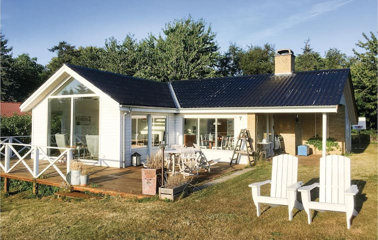 Holiday cottage with 2 bedrooms on 66m² in Jægerspris